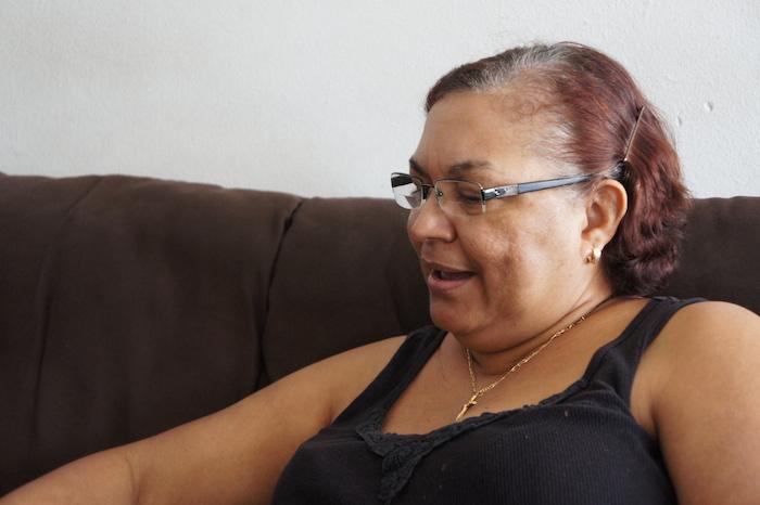 María Rodríguez llegó a Puerto Rico en el años 1998 con un permiso de residencia permanente en el cual no fueron incluidas sus hijas, quienes tuvieron que esperar seis años para poder reunirse con su madre en la Isla. (David Cordero Mercado / Diálogo)