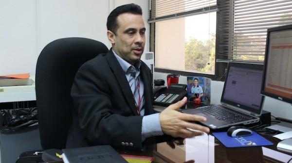 Ángel Vega Santiago, director de la Oficina de Finanzas de la UPR. (Kiara Candelaria Nieves / Diálogo)