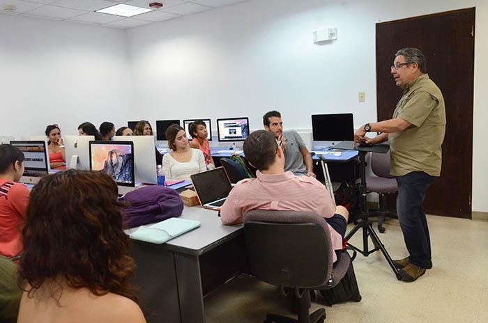 Jimmy Torres, profesor y director interino de la Escuela de Comunicación.