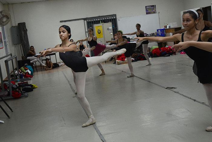 Dianetzy en una de sus clases en la Escuela Julián Blanco.