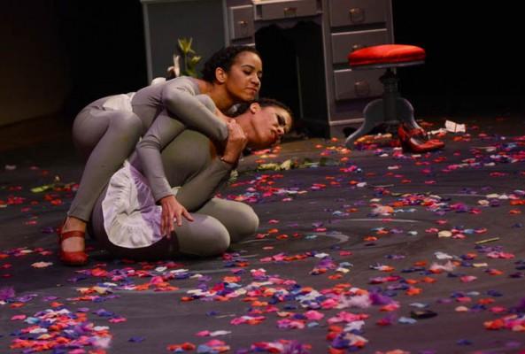 Solange (Natalia Leyva) y Claire (Amanda Figueroa) (Ricardo Alcaraz/Diálogo)
