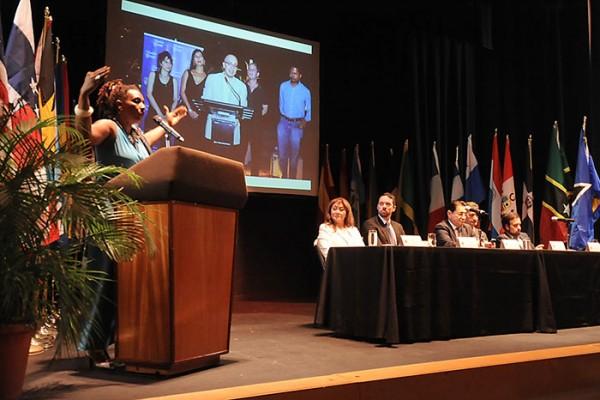 Mayra Santos Febres presenta el Festival de la Palabra. (Ricardo Alcaraz Díaz: Diálogo)