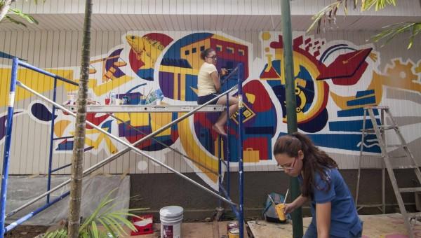 El mural del estudiantado se inspiró en los aspectos distintivos de la UPR en Carolina.