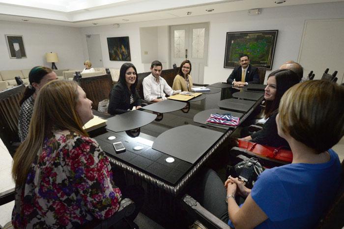 Junta Editorial de Diálogo junto a la directora Milvia Archilla, las editoras Odalys Rivera y Glorimar Velázquez, el reportero David Cordero y el fotoperiodista ricardo Alcaraz (Ricardo Alcaraz/ Diálogo)