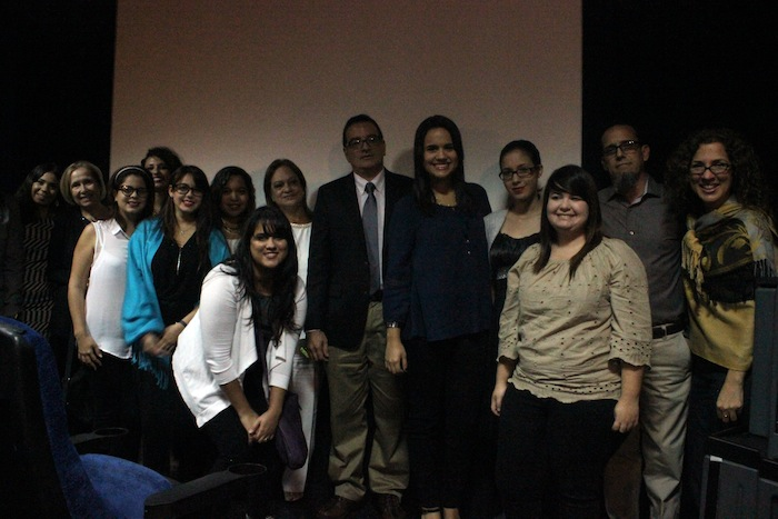 Parte del curso Producción y Dirección de Documentales, quienes inauguraron la sala con su documental Lecturas de Arecibo