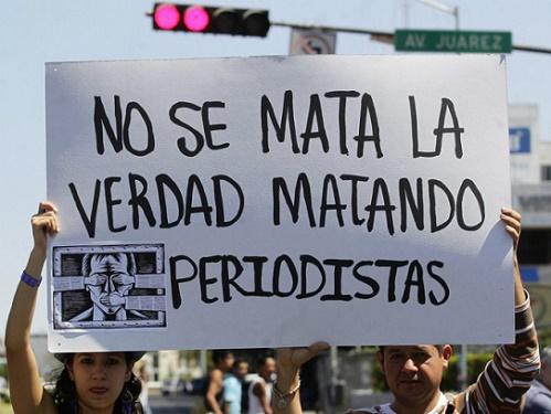 Aquí una imagen de una protesta de periodistas en México, país que en el Siglo XXI ha visto decenas de periodistas asesinados y desaparecidos. (informador.com.mx)