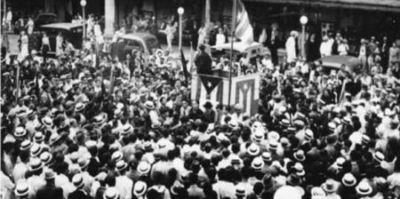 Imagen de un discurso de Pedro Albizu Campos en el Recinto de Río Piedras de la Universidad de Puerto Rico, años antes de la Ley 53 que impuso Muñoz Marín. (Suministrada)