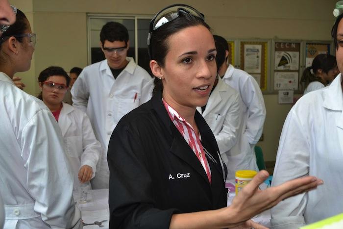 Alejandra Cruz, mentora de los estudiantes de la Facultad de Ciencias Naturales (Julissa Montañez/ Diálogo)