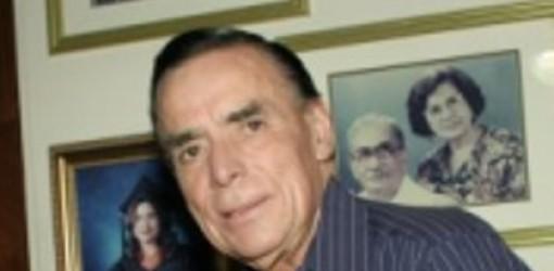 En esta imagen publicada por Noticel tras su muerte, vemos al mítico Tomás De Jesús Mangual, cronista policiaco del diario El Vocero que durante décadas cubrió de frente el crimen.