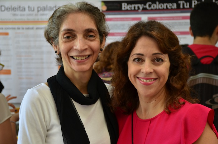 La profesora Carmen M. Pérez junto a Brenda Toro,directora interina del Programa de Nutrición y Dietética (David Pérez/Diálogo)