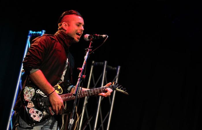 El cantautor Santiago Mzna.