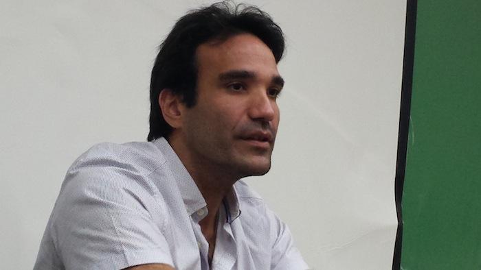 Rebollo Gil es poeta, abogado y profesor de la Universidad de  Puerto Rico, Recinto de Río Piedras.