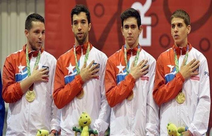 De izquierda a derecha, Héctor Berrios, Daniel Gónzalez, Brian Afanador y Richard Pietri, campeones de tenis de mesa en la categoría de equipos de los Juegos Centroamericanos y del Caribe. (Suministrada)