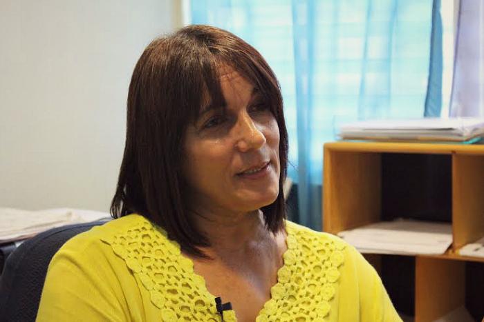 Ada Soto Nieves es maestra y bibliotecaria en la Escuela Ecológica de Culebra y se esmera en enseñarles a los niños culebrenses de hoy lo que pasaron su padres y sus abuelos en la Culebra de ayer. (Glorimar Velázquez/ Diálogo)