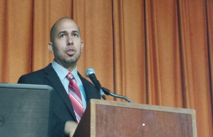 El doctor José Caraballo es catedrático auxiliar en el departamento de Administración de Empresas de la Universidad de Puerto Rico en Cayey.