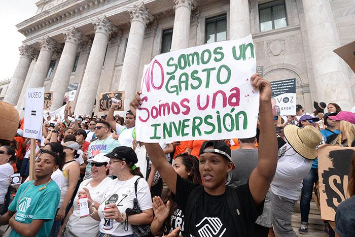En las escalinatas del Capitolio (Ricardo Alcaraz/ Diálogo)
