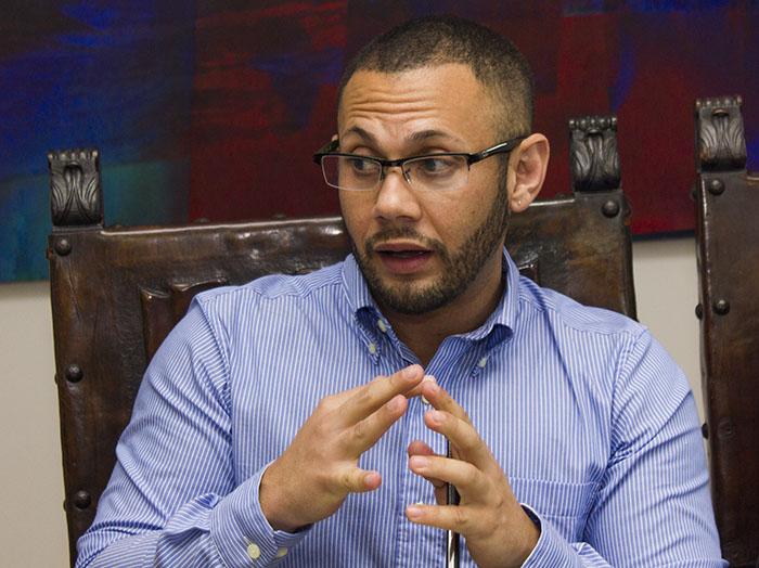 Director del Coro de Conciertos de la Universidad de Puerto Rico en Arecibo. (Rafael Montañez)