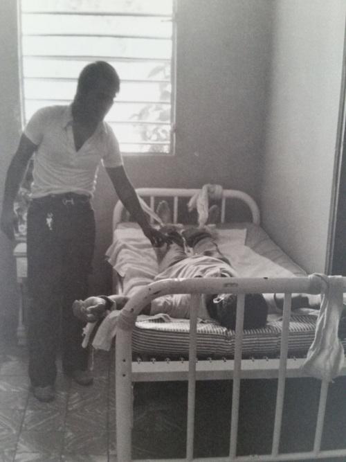 Imagen del 'tratamiento' en Hogar CREA para 'romper en frío' hace varias décadas. (Jack Delano)