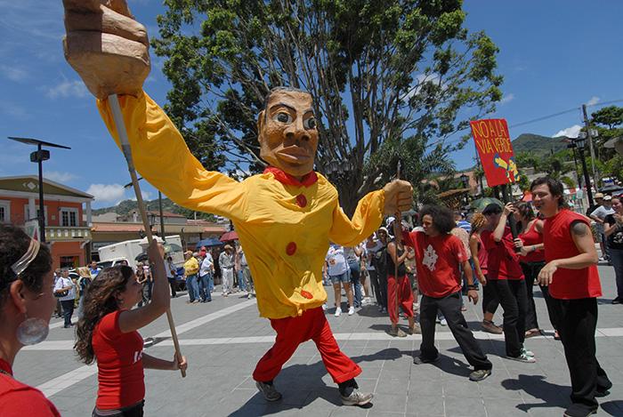 Marcha en Adjuntas en contra del Gasoducto, el 19 de septiembre 2010 (Ricardo Alcaraz / Diálogo)
