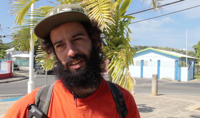 En la foto, Joey Pomales de 29 años, residente de Culebra. (David Cordero Mercado / dialogo-test.upr.edu)