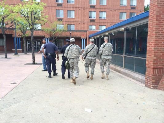 La policía y la guardia nacional se mantienen patrullando las calles.  (Foto por Zoraima Figueroa)