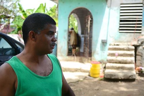 Víctor Cerda, uno de los líderes comunitarios de Vietnam, Guaynabo. (foto por Juan Costa)