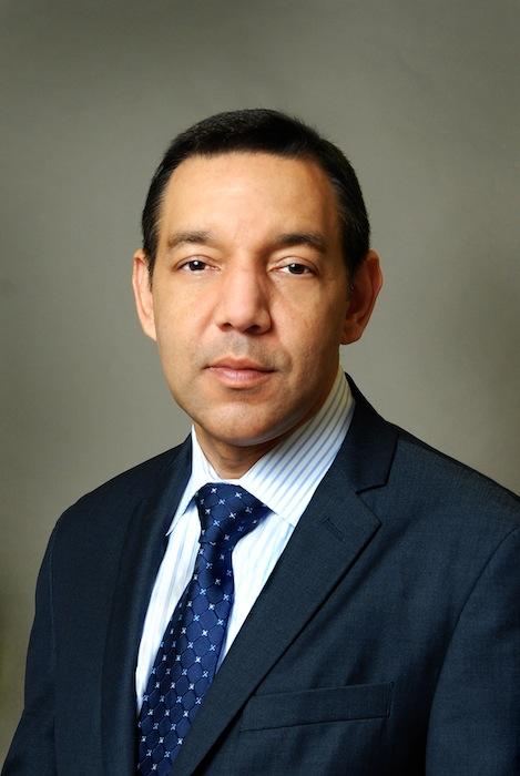 Dr. Ramón González Decano Asuntos Académicos (Suministrada)