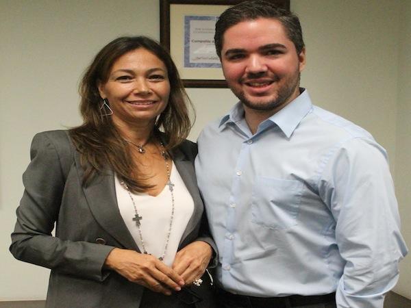 La empresaria Sonia Román y el estudiante Darwin Morales. (Ronald Ávila Claudio/Diálogo)