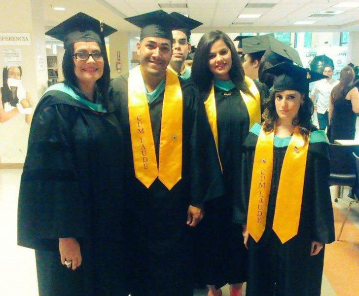 Graduandos de la Universidad de Puerto Rico en Utuado. (Twitter)