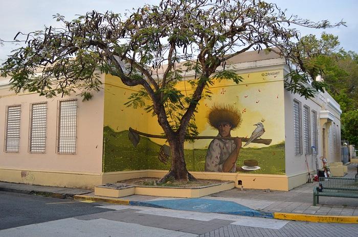 """Mural de David Zayas en Añasco, inspirado por """"Jíbaro con azada"""" de Rafael Ríos Rey. (Suministrada)"""