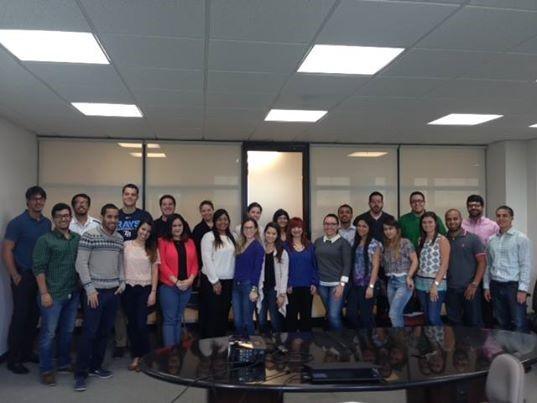 Grupo de estudiantes de la práctica junto a la Lcda. Giovanna Piovanetti y Lcda. Correa (al centro). (Suministrada)