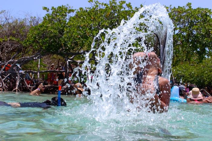 Cayo Aurora es idónea para distintas actividades acuáticas y familiares, como practicar snorkeling, kayak, nadar o conversar con amistades. (David Cordero Mercado / Diálogo)
