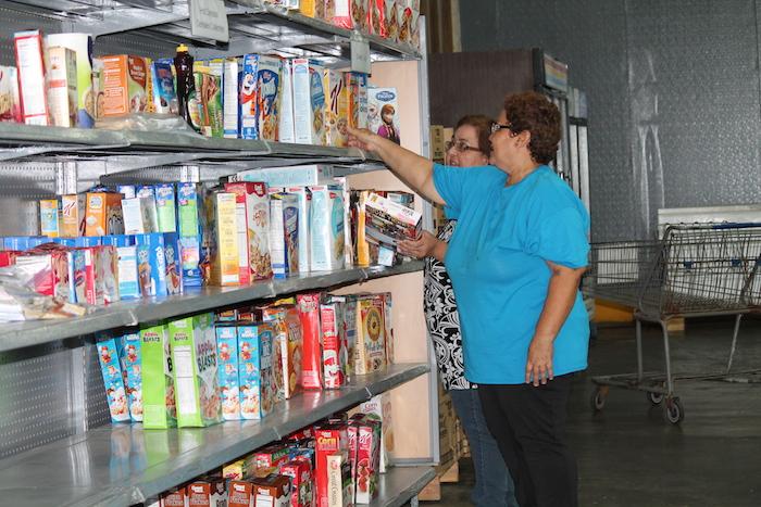 Proceso de clasificación de los alimentos en el almacén. (Michelle Estades)