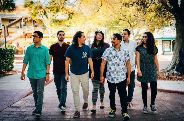 Miembros de Misa E' Gallo (de izquierda a derecha): Will Suárez, Christian Negrón, Gerardo Pomales, Adryanna Muller, Victor Marini, José Ramos y Kristal Fonrodona. (Norberto Peña/Suministrada)