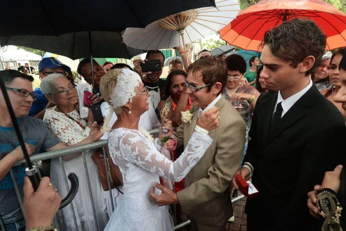 Claribel Millán Ferrer, de 58 años, contrajo matrimonio con Rosa Mera Mendoza Mercado, de 56, tras 33 años de relación. (Ricardo Alcaraz / Diálogo)