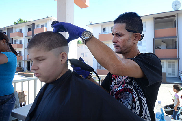 Los recortes para el 'Back to School' ya se ha vuelto algo anual en Llorens. (Ricardo Alcaraz - Diálogo)