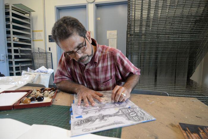 Martín García, profesor y artista gráfico. (Ricardo Alcaraz/ Diálogo)