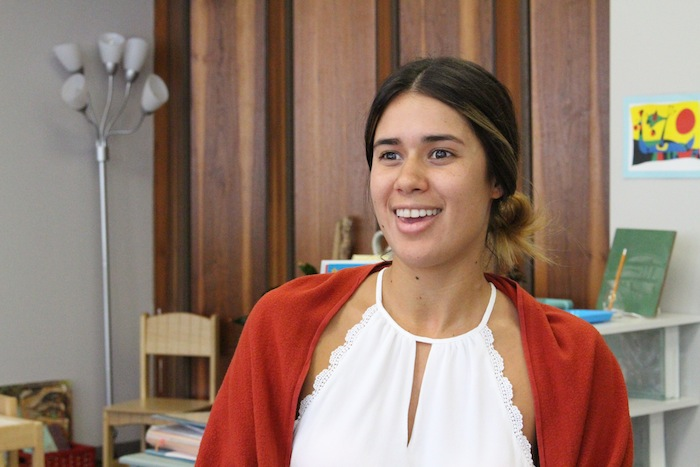 La asistente de dirección ejecutiva Suzette Quirós quedó prendada de la filosofía Montessori desde que la conoció. (Glorimar Velázquez/Diálogo)