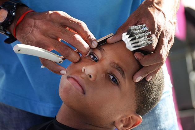 Hubo de todos los estilos. Misael trajo un escuadrón de barberos para atender a los nenes del caserío. (Ricardo Alcaraz- Diálogo)
