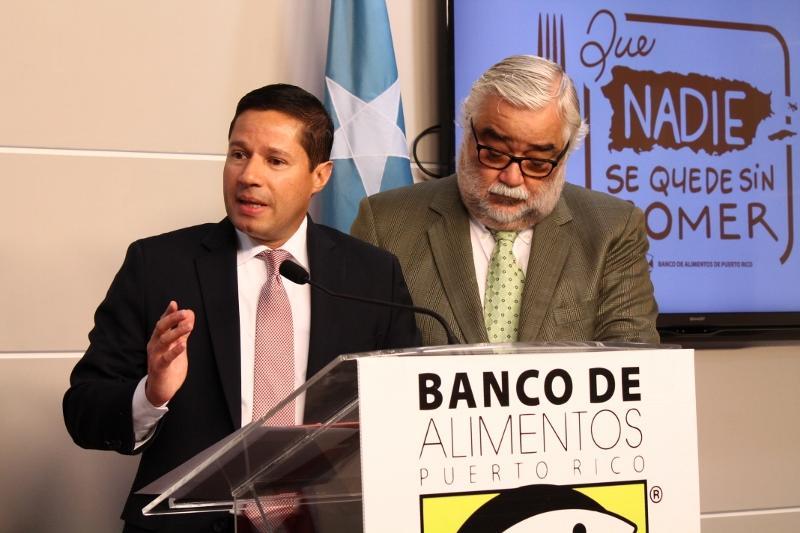 Los senadores por el Partido Popular Democrático (PPD) Ángel Rodríguez Otero y Miguel Pereira Castillo .