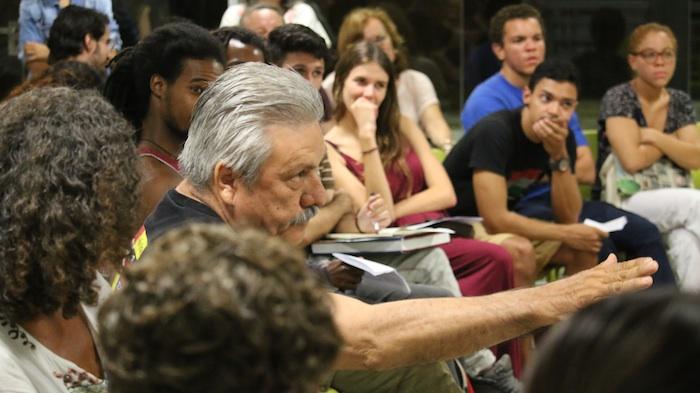En las veladas, se abre una discusión con el público presente para opinar sobre temas de las obras teatrales escogidas para esa noche. (Andrea García Fernández/Pulso TV)