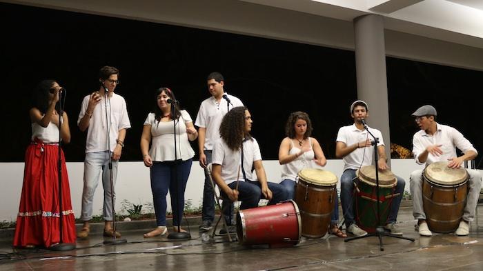 Una de las presentaciones musicales de la Segunda Velada Teatral fue realizada por Son de la Peronía, conjunto de música bomba. (Andrea García Fernández/Pulso TV)