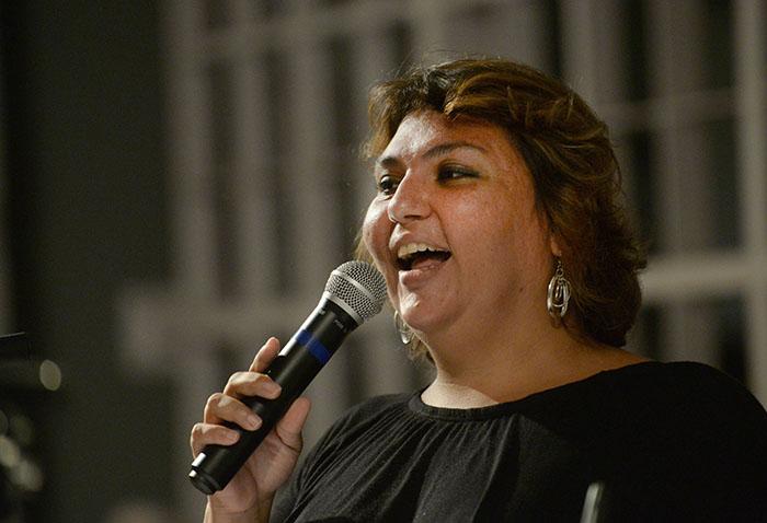 """Chabela Rodríguez interpretó el poema del doctor """"Plegaria al sol"""". (Ricardo Alcaraz / Diálogo)"""