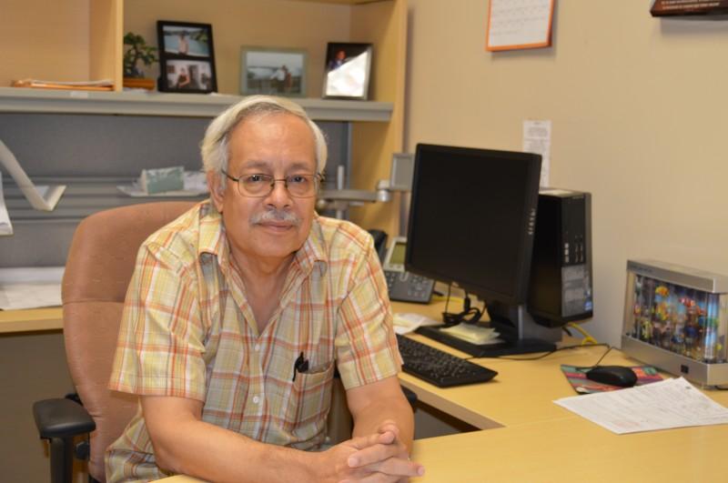 Aponte vive enamorado de la Universidad y de su trabajo. (Michelle Estades/ Diálogo UPR)