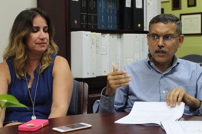 En la foto, el epidemiólogo José Rodríguez y la psicóloga clínica, Nanette López. (Glorimar Velázquez / Diálogo)