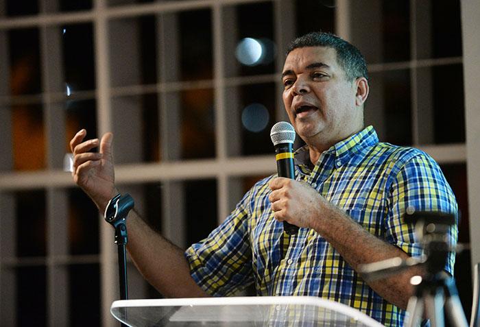 Manuel Reyes Guzmán estuvo a cargo de la presentación digital del mapa biográfico. (Ricardo Alcaraz / Diálogo)