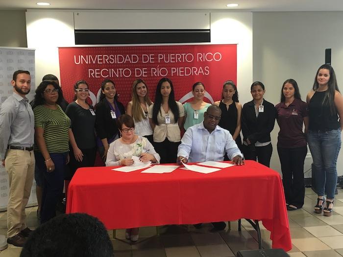 Firman acuerdo UPRRP y Departamento de la Familia. (José Karlo Pagán/ Diálogo)