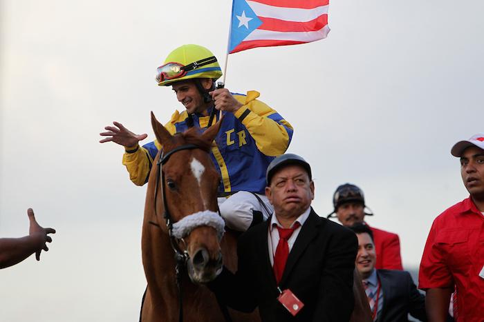 Don Carlos R y su jinete David Rosario luego de ganar la Copa Confraternidad 2014 en Venezuela
