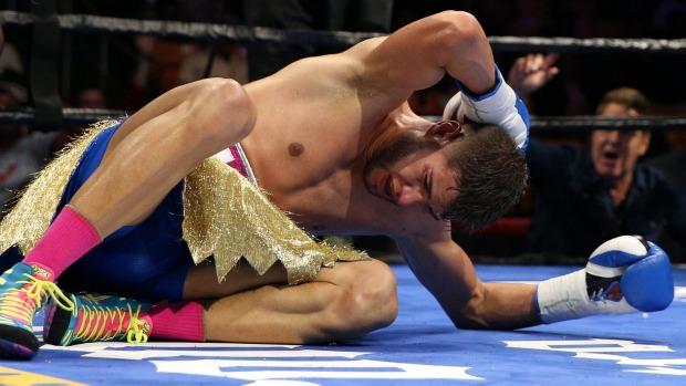 El púgil boricua luego de recibir golpes excesivos en la nuca, en su último combate (Foto: Suministrada)