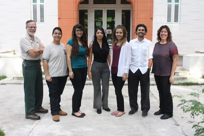 Desde la izquierda, el doctor Lugo, Maldonado, Delgado, la doctora Betancourt, Martínez, Marengo y Mary Jeane Sánchez. (Brian Báez / Diálogo)